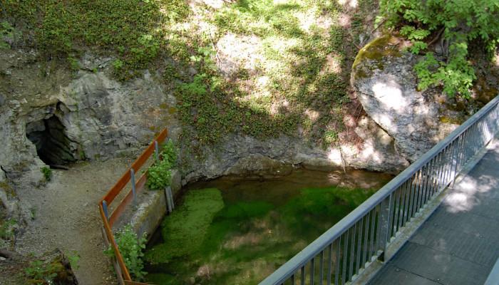 Sarah-Höhle an der Aachquelle