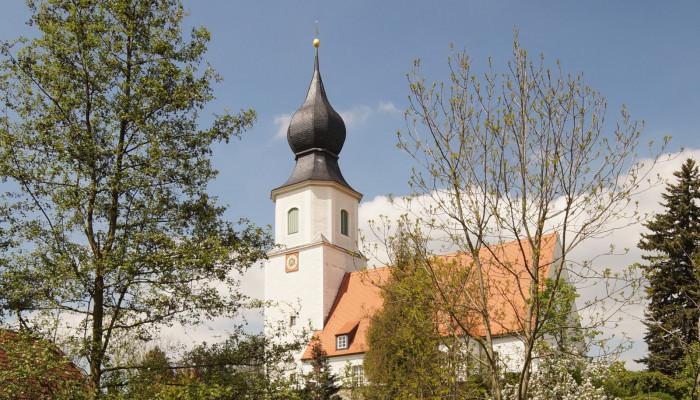 Kirche in Colmnitz, Bild: Karina Baumgart-Laederach